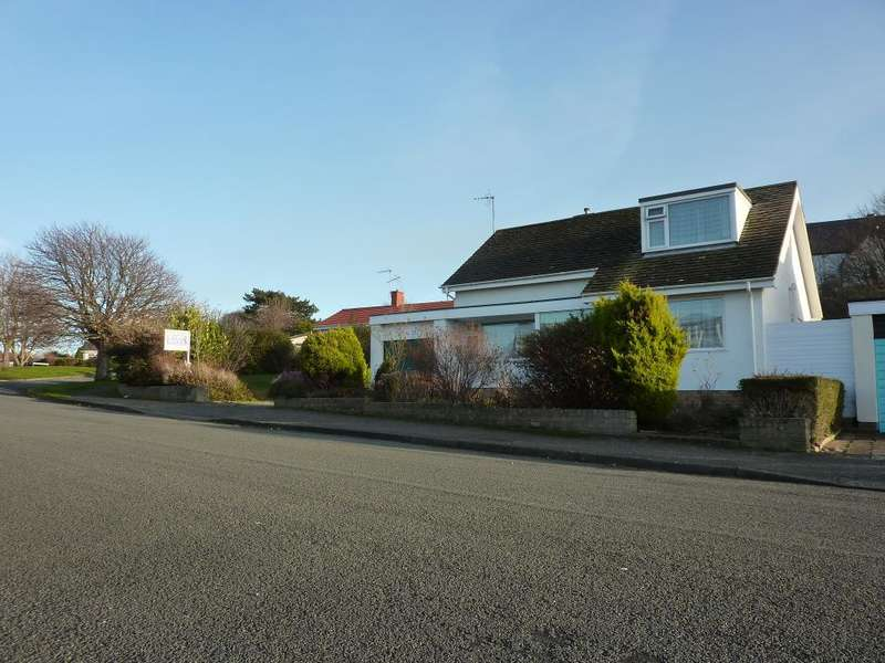 3 Bedrooms Bungalow for sale in Marlborough Drive, Rhos On Sea, Colwyn Bay, Conwy, LL28 4RJ