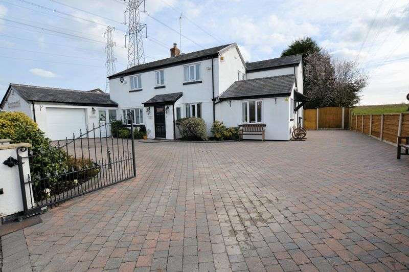 4 Bedrooms Cottage House for sale in Radcliffe Moor Road, Manchester