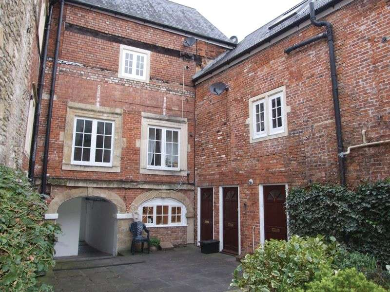 2 Bedrooms Flat for sale in Hill Street Court, Trowbridge