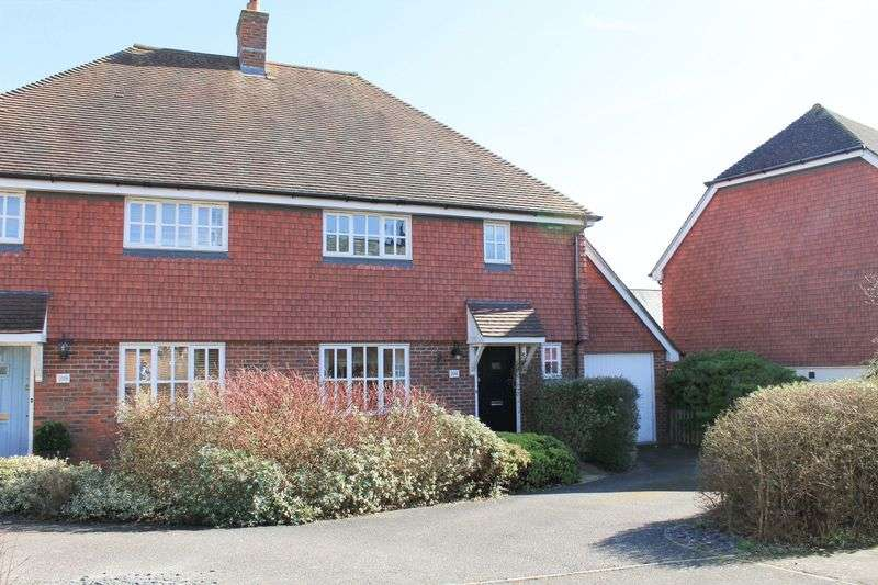 3 Bedrooms Semi Detached House for sale in Morris Drive, Billingshurst