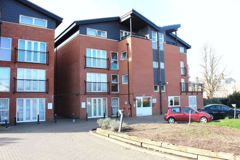 2 Bedrooms Flat for sale in Lodge Road, Kingswood, Bristol