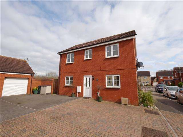 3 Bedrooms Detached House for sale in Bramley Close, Wellington TA21