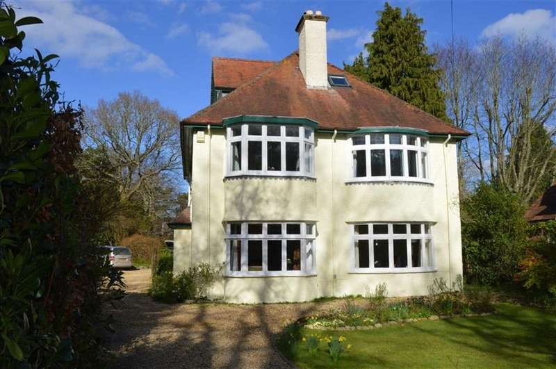 5 Bedrooms Detached House for sale in Dunyeats Road, Broadstone, Dorset