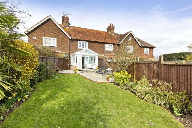 3 Bedrooms Terraced House for sale in Skeynes Farm Cottages, Lingfield Road, Edenbridge, Kent