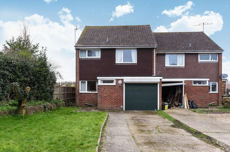 3 Bedrooms Semi Detached House for sale in Sussex Gardens, Petersfield, GU31