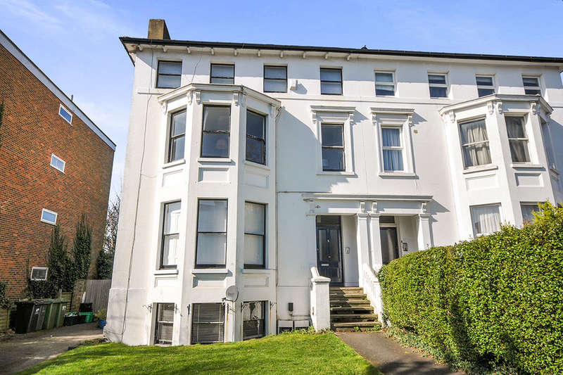 2 Bedrooms Flat for sale in Freelands Road, Bromley, BR1