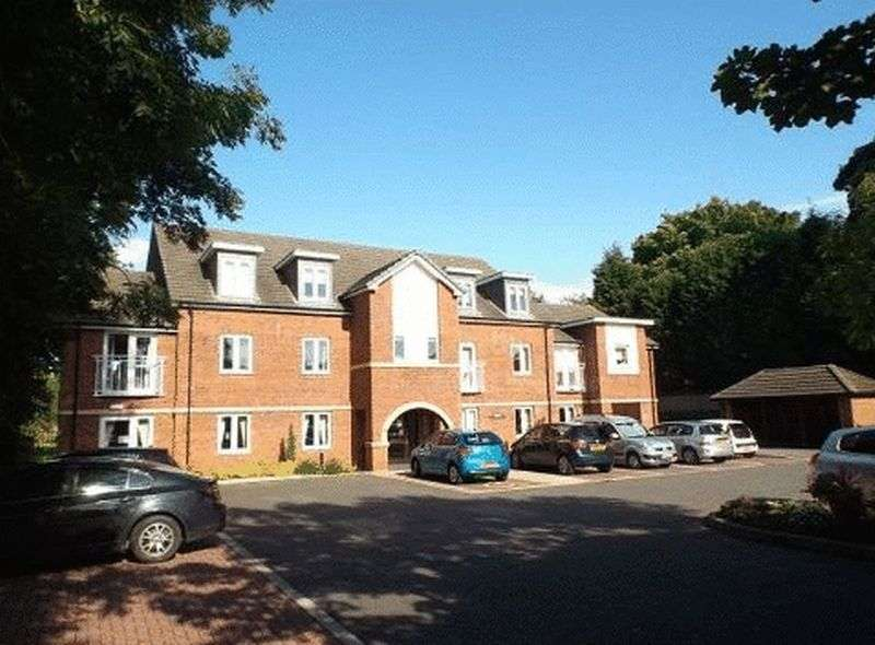1 Bedroom Flat for sale in Browning Court: ** FRENCH BALCONY WITH STUNNING VIEWS**