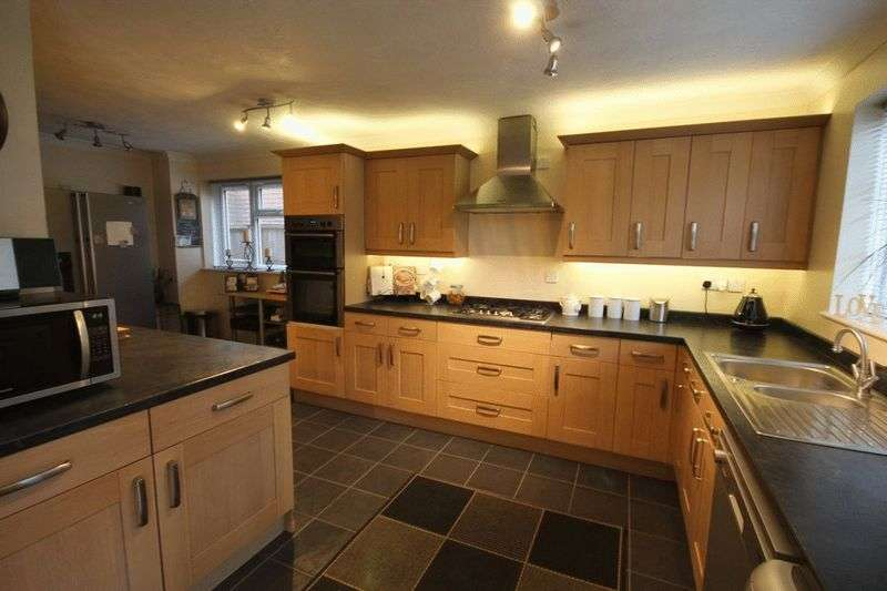 4 Bedrooms Detached House for sale in Churchfarm Close, North Yate