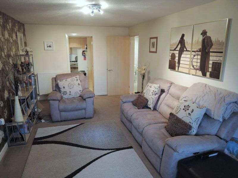 2 Bedrooms Flat for sale in Starling Close, Manchester