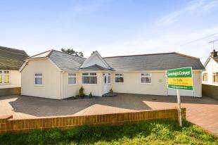 4 Bedrooms Bungalow for sale in The Parade, Greatstone, New Romney