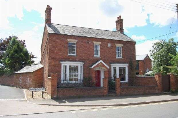 3 Bedrooms Detached House for sale in East Street, Long Buckby, Northampton NN6 7RA