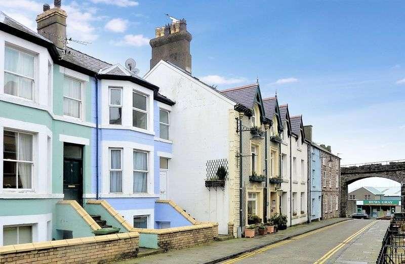 4 Bedrooms Terraced House for sale in Market Street, Caernarfon, Gwynedd