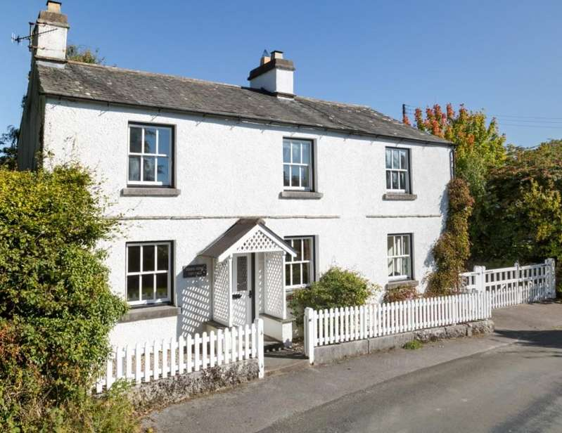 4 Bedrooms Cottage House for sale in Dodds Howe Cottage, Crosthwaite, Kendal, LA8 8HX