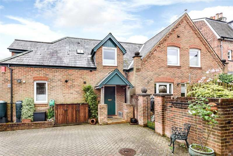 3 Bedrooms Detached House for sale in Mews Lane, Winchester, Hampshire