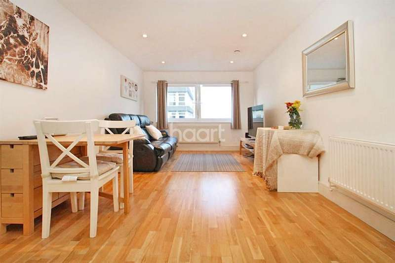 1 Bedroom Flat for sale in Raphael House, Ilford, Essex