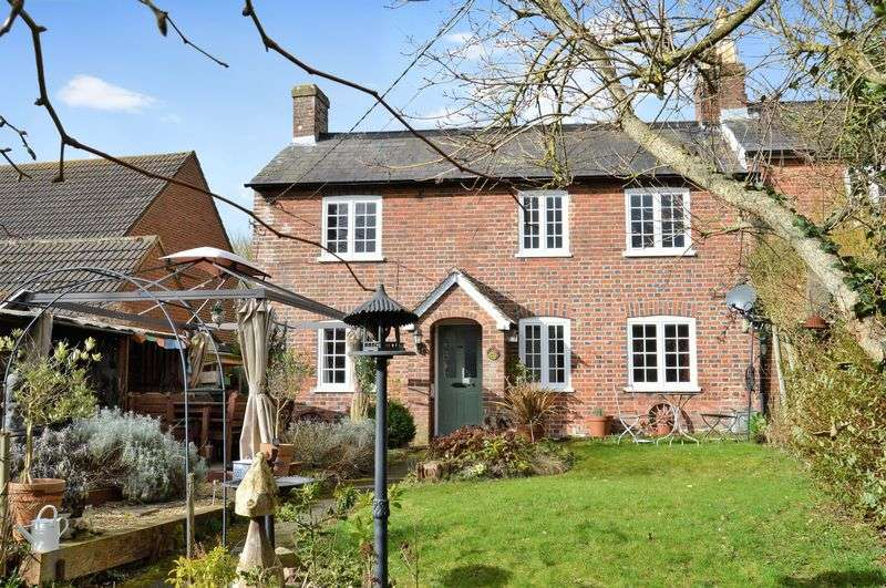 3 Bedrooms Semi Detached House for sale in Iwerne Minster