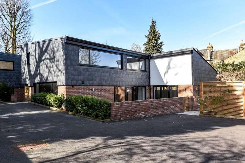 3 Bedrooms Semi Detached House for sale in Manor Way, Beckenham, BR3