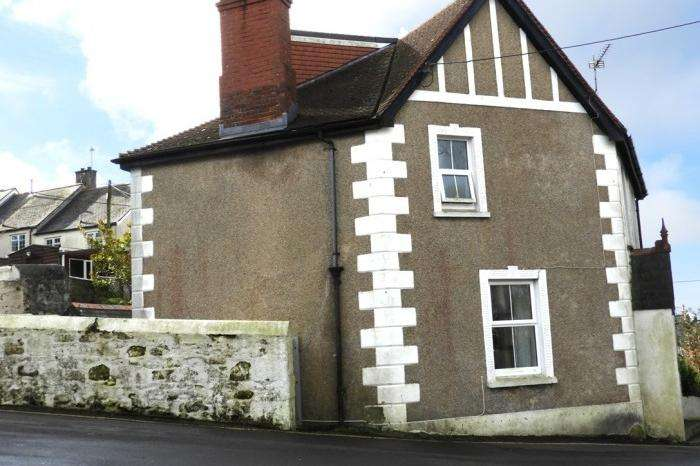 2 Bedrooms Cottage House for sale in 15 Penrose Road, Helston, TR13