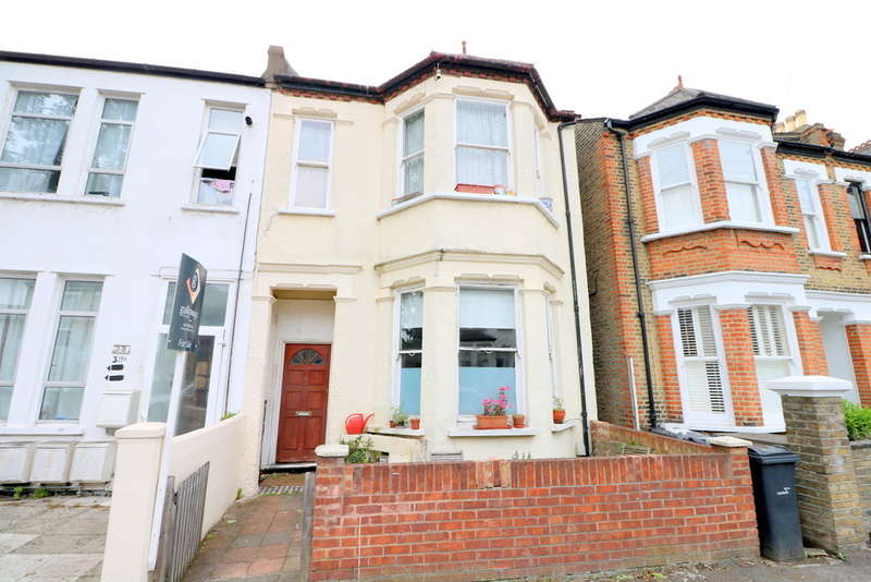 2 Bedrooms Flat for sale in Hainthorpe Road