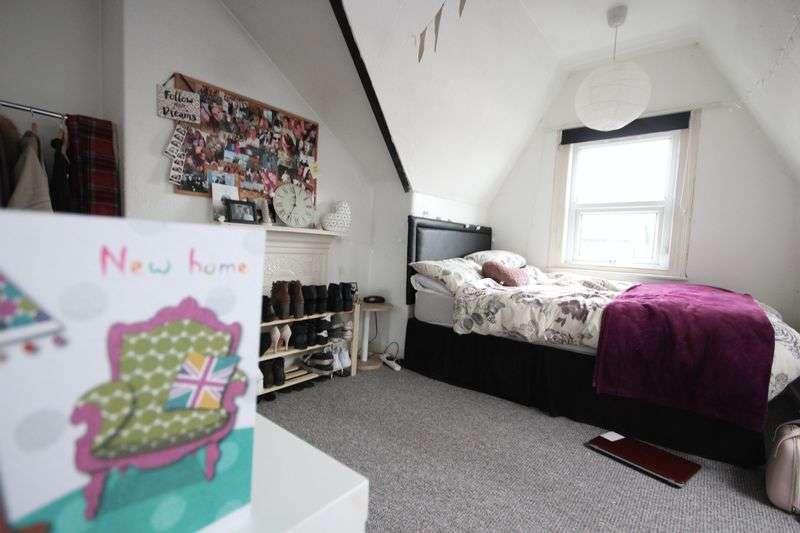 6 Bedrooms Terraced House for rent in Estcourt Avenue, Headingley, LEEDS