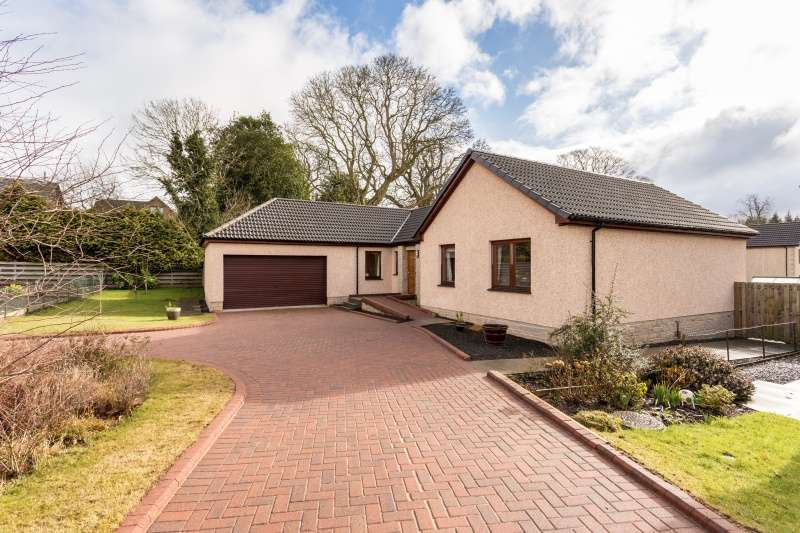 4 Bedrooms Bungalow for sale in Bearehill Loan, Brechin, Angus, DD9 6XG