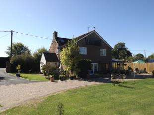 5 Bedrooms Detached House for sale in Amberstone, Hailsham, East Sussex