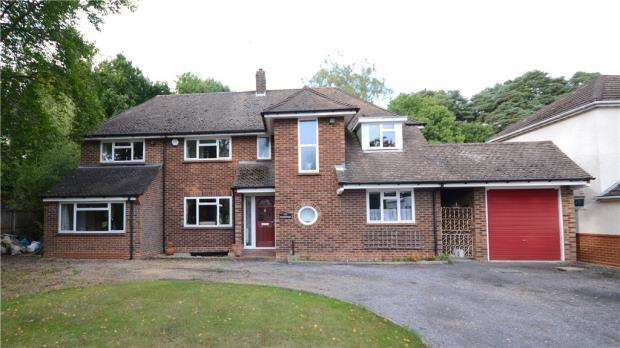 4 Bedrooms Detached House for sale in Wellington Road, Sandhurst, Berkshire