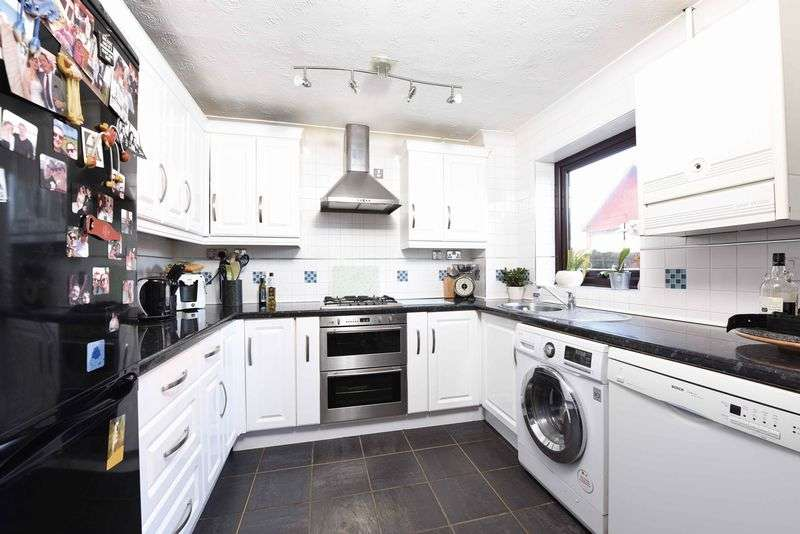 3 Bedrooms Semi Detached House for sale in Strawberry Fields Bramley