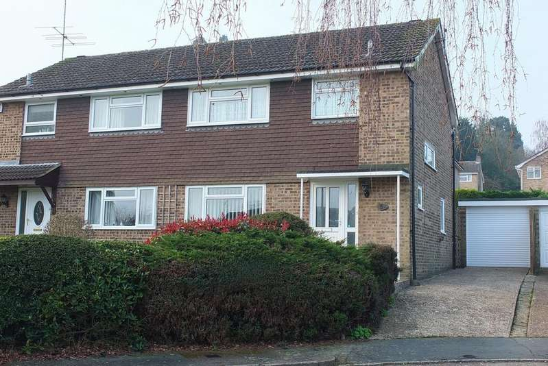 3 Bedrooms House for sale in Pembury Close, Haywards Heath, RH16