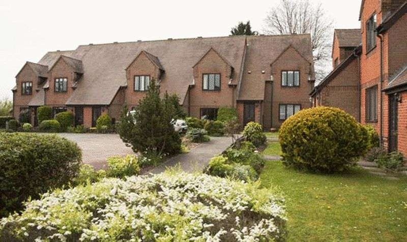 2 Bedrooms Retirement Property for sale in Eaglehurst Cottages, Bracknell, RG42 5JQ