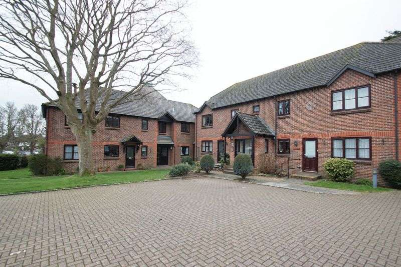 2 Bedrooms Flat for sale in Woodlands Lane, Chichester