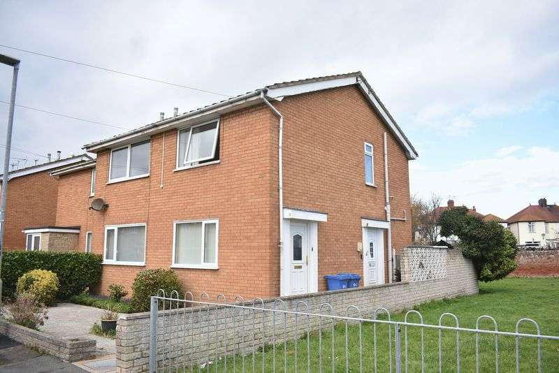 2 Bedrooms Flat for sale in Clos Gladstone, Rhyl