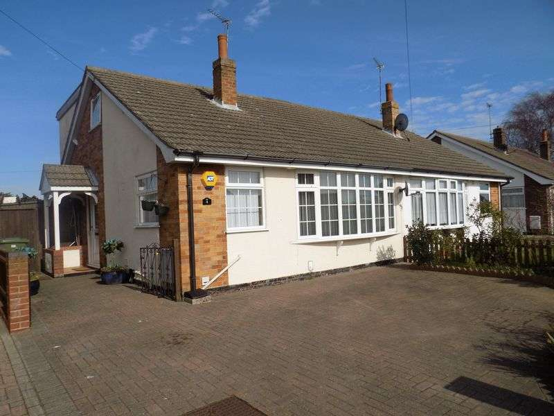 3 Bedrooms Property for sale in Lilac Close, Bradwell, Great Yarmouth