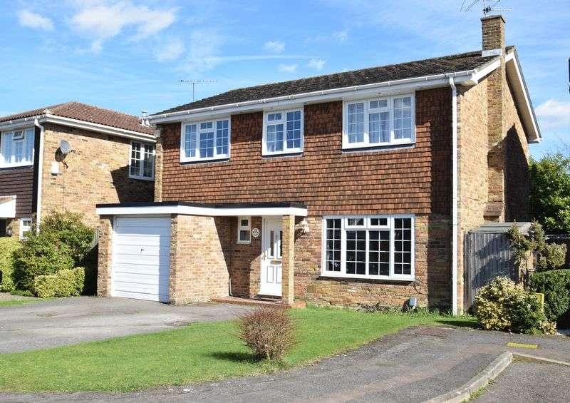 4 Bedrooms Detached House for sale in Denham Walk, Chalfont St Peter