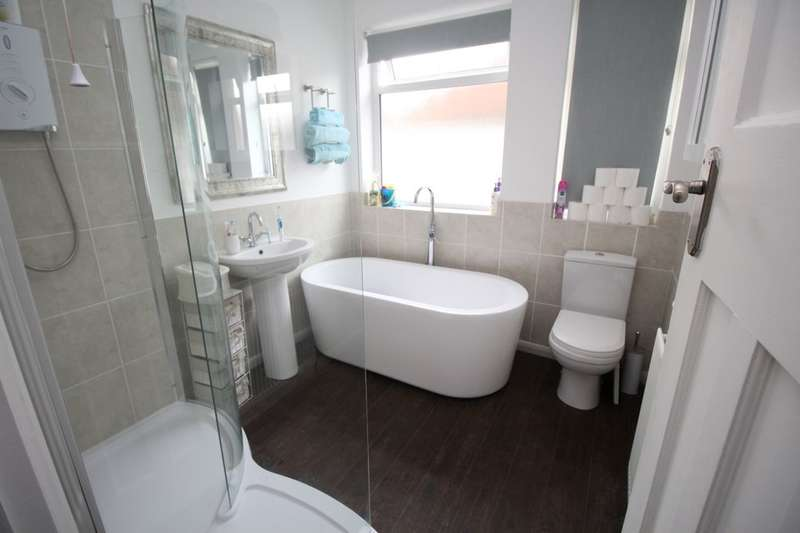 2 Bedrooms Semi Detached Bungalow for sale in Nethercourt Hill, Ramsgate, CT11