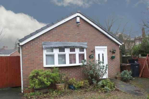 2 Bedrooms Detached Bungalow for sale in Bruford Road, Wolverhampton, West Midlands, WV3 0AZ