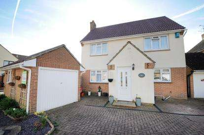 3 Bedrooms Detached House for sale in Bainbridge Close, Grange Park, Swindon, Wiltshire