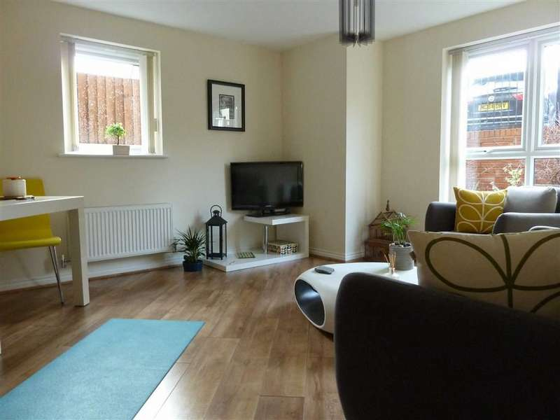 2 Bedrooms Property for sale in Manchester Street, HEYWOOD, Lancashire, OL10