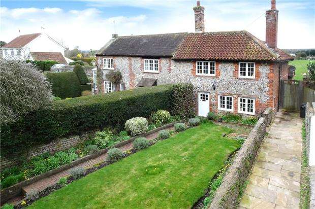 2 Bedrooms Semi Detached House for sale in High Street, Angmering, West Sussex, BN16