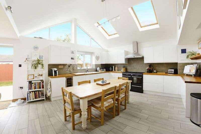 3 Bedrooms Detached Bungalow for sale in West Street, Bere Regis, BH20.