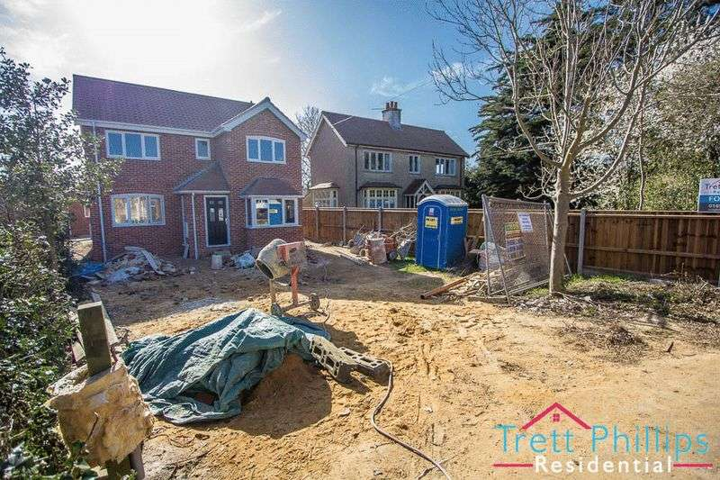 3 Bedrooms Detached House for sale in Cromer Road, North Walsham