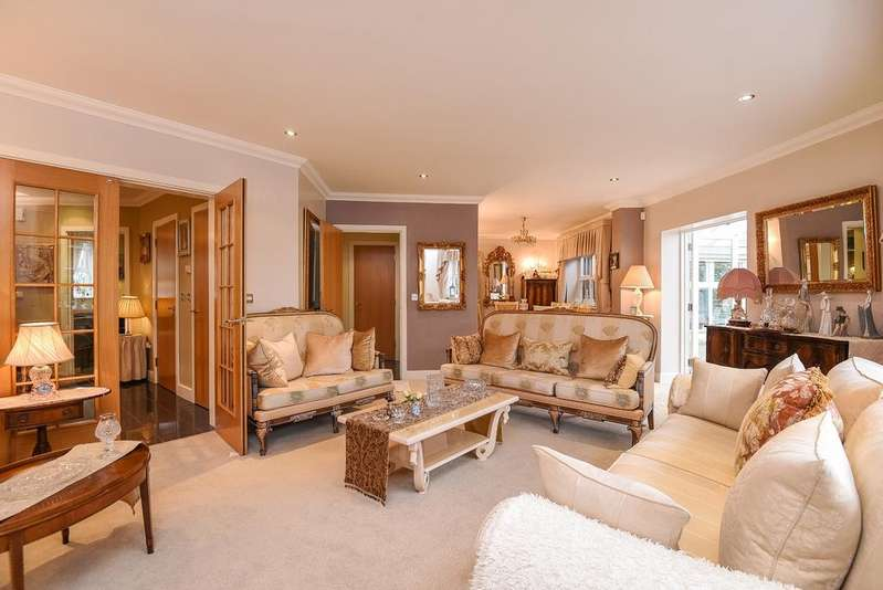 4 Bedrooms Terraced House for sale in Whitstone Lane Beckenham BR3