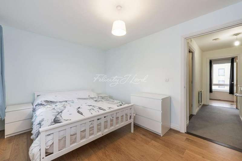 2 Bedrooms Flat for sale in Claremont Road, Greenwich, London, SE10