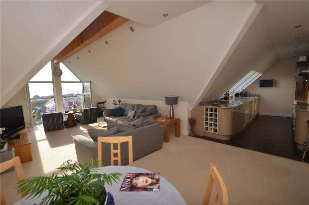 3 Bedrooms Flat for sale in Elwyn House, 2 Elwyn Road, Exmouth, Devon