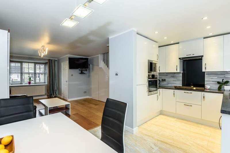 3 Bedrooms Terraced House for sale in Baronsmead, Southampton, Hampshire, SO16