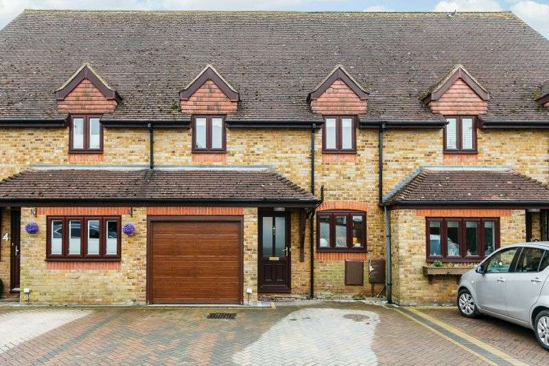 4 Bedrooms Terraced House for sale in Cottage Close, Croxley Green, Hertfordshire, WD3
