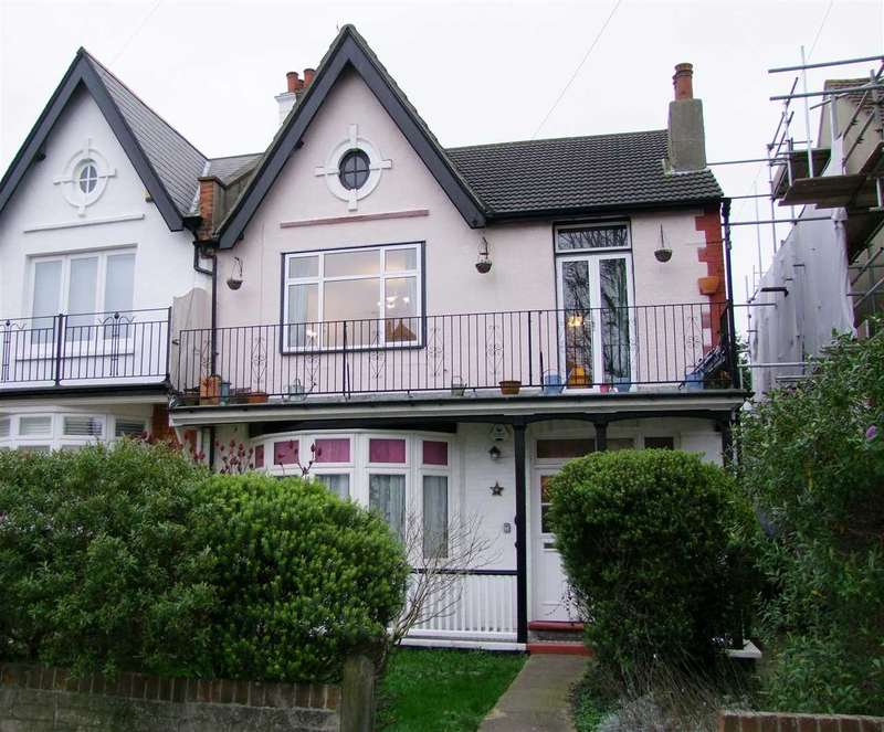 3 Bedrooms Apartment Flat for sale in Westcliff on Sea