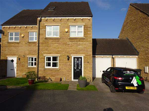 3 Bedrooms Semi Detached House for sale in Long Hill Road, Lower Fixby, Huddersfield