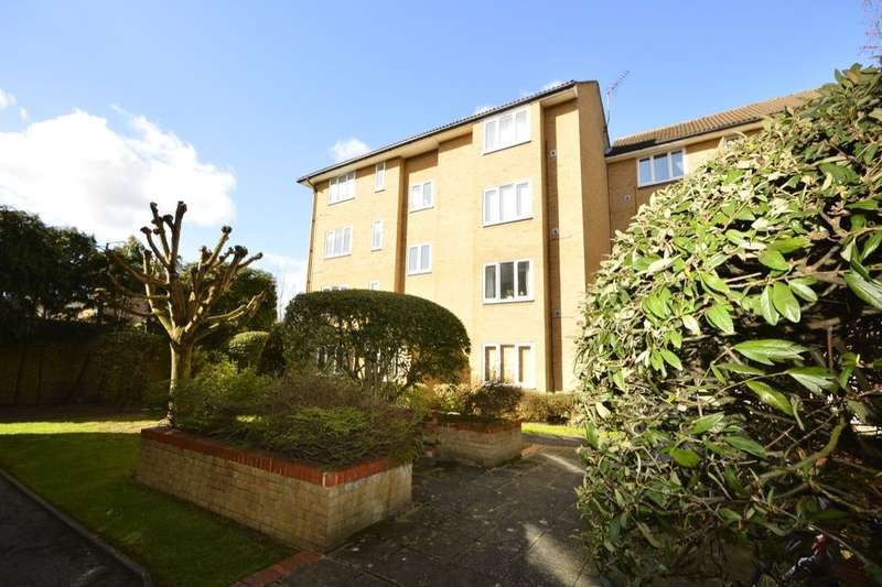 Flat for sale in Westmoreland Drive, Sutton, SM2