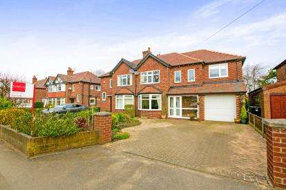 4 Bedrooms Semi Detached House for sale in Dean Lane, Hazel Grove, Stockport, Cheshire